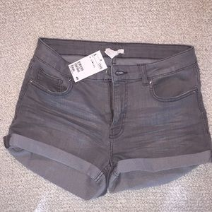H&M's faded jean shorts size 6 (new with tags)